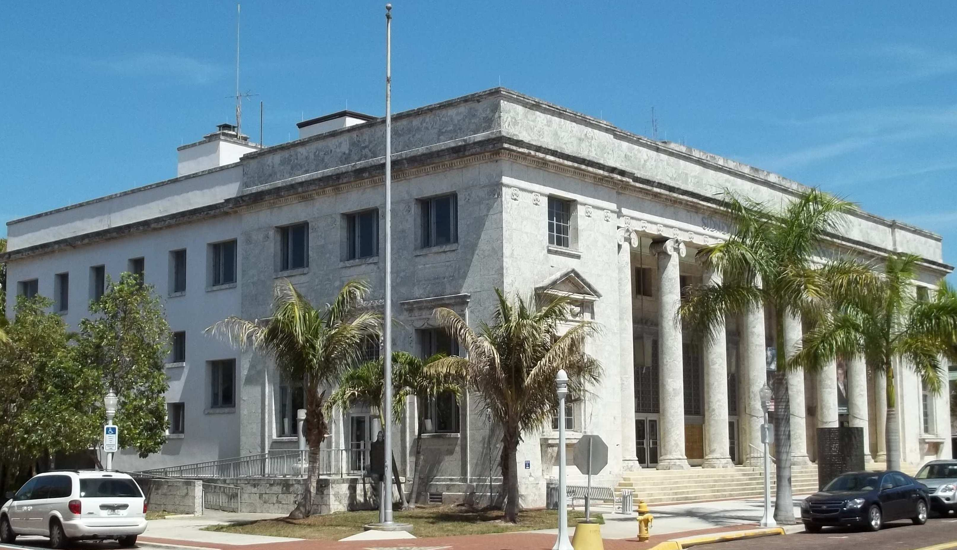 A Quick Look Around the Downtown Fort Myers River District ...