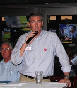 Jason addresses the SRO Crowd at Duffys 08